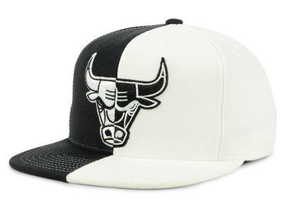 Chicago Bulls Mitchell   Ness NBA Split Logo Snapback Cap  612fe42b1bb