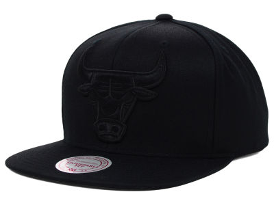 Chicago Bulls Mitchell & Ness NBA Team BW Snapback Hat