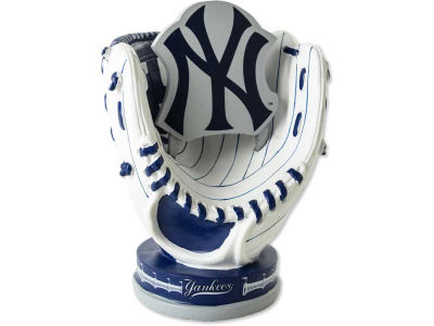New York Yankees Resin Logo in Glove