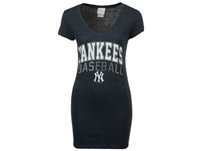 New York Yankees Derek Jeter Majestic MLB Women's Commemorative Captain T-Shirt