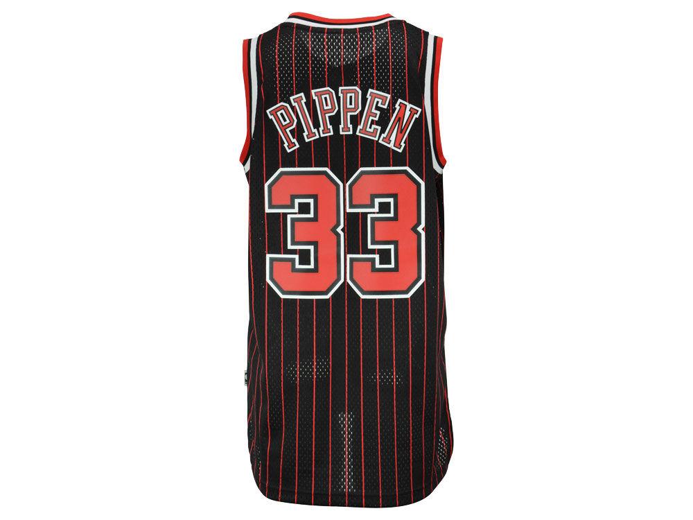 a74a49d91 Chicago Bulls Scottie Pippen adidas NBA Men s Retired Player Swingman Jersey