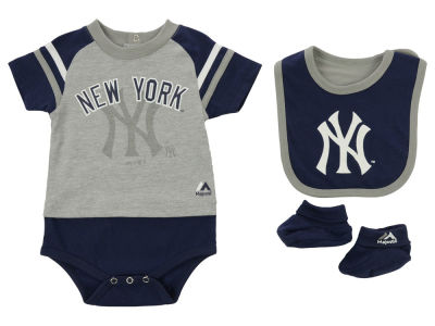 New York Yankees MLB Newborn League Play Creeper, Bib and Bootie Set