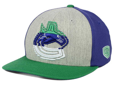 Vancouver Canucks Old Time Hockey NHL Win Streak Flex Hat