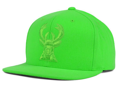 Milwaukee Bucks Mitchell and Ness NBA Highlight Snapback Cap