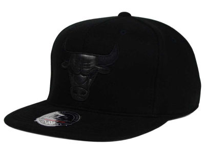Chicago Bulls Mitchell and Ness NBA Leather Logo Fitted Cap
