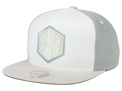 Charlotte Hornets Mitchell and Ness NBA White Wall Snapback Cap