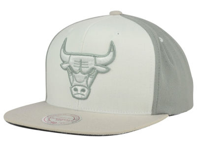 Chicago Bulls Mitchell and Ness NBA White Wall Snapback Cap