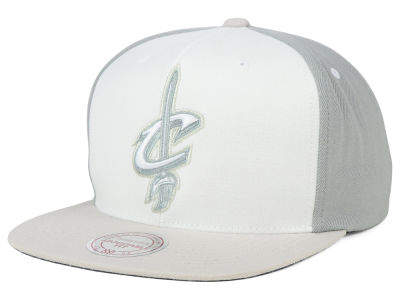 Cleveland Cavaliers Mitchell and Ness NBA White Wall Snapback Cap