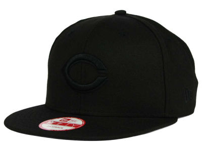 Cincinnati Reds New Era MLB Black on Black 9FIFTY Snapback Cap
