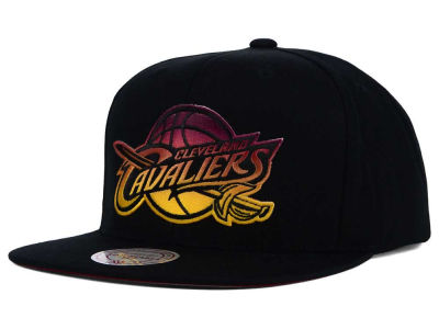 Cleveland Cavaliers Mitchell and Ness NBA Gradient Lines Snapback Cap