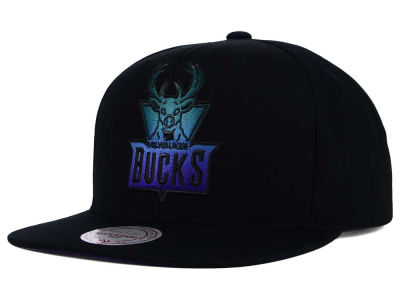 Milwaukee Bucks Mitchell and Ness NBA Gradient Lines Snapback Cap