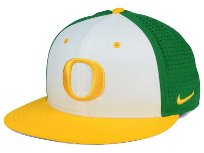 Oregon Ducks Nike NCAA True Vapor Fitted Cap