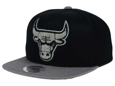 Chicago Bulls Mitchell and Ness NBA Chrome 8 Chenille Snapback Cap