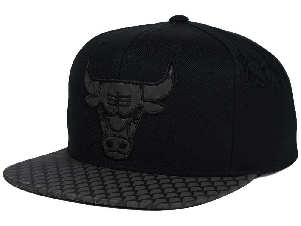 31bbc7aa1ef Chicago Bulls Mitchell   Ness NBA Reflective Iridescent Snapback Cap ...