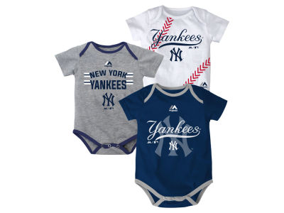 New York Yankees Majestic MLB Newborn Three Strikes Bodysuit Set