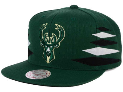 Milwaukee Bucks Mitchell and Ness NBA Solid Diamond Snapback Cap