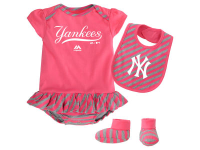 New York Yankees Majestic MLB Newborn Girls Bib & Booty Set
