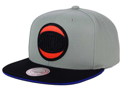 New York Knicks Mitchell and Ness NBA XL Grayout Snapback Cap