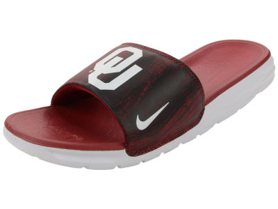 Oklahoma Sooners Nike NCAA Men's Benassi Solarsoft Slide Sandals