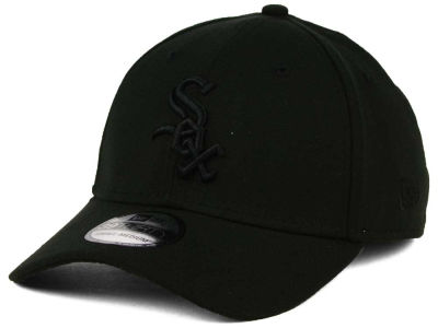 Chicago White Sox New Era MLB Black on Black Classic 39THIRTY Cap