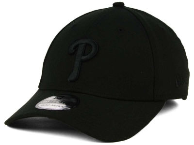 Philadelphia Phillies New Era MLB Black on Black Classic 39THIRTY Cap