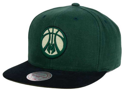 Milwaukee Bucks Mitchell and Ness NBA Sandy Off White Snapback Cap