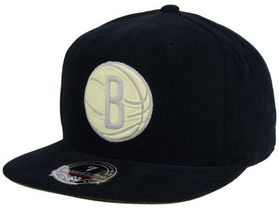 Brooklyn Nets Mitchell and Ness NBA Sandy Off White Logo Fitted Cap