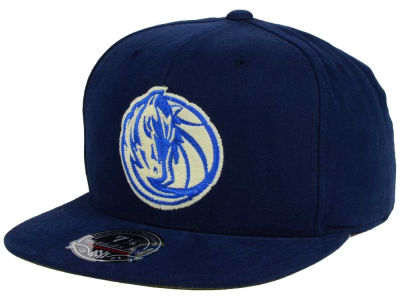 Dallas Mavericks Mitchell and Ness NBA Sandy Off White Logo Fitted Cap
