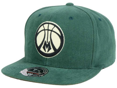 Milwaukee Bucks Mitchell and Ness NBA Sandy Off White Logo Fitted Cap