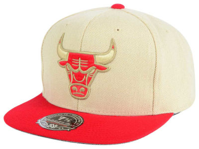 Chicago Bulls Mitchell and Ness NBA Cream Oxford Fitted Cap