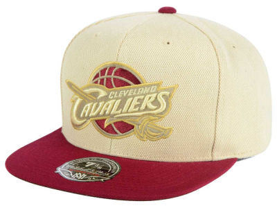 Cleveland Cavaliers Mitchell and Ness NBA Cream Oxford Fitted Cap