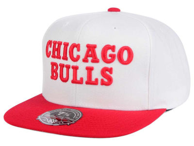 Chicago Bulls Mitchell & Ness NBA Throwback Fitted Cap