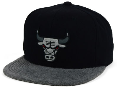 Chicago Bulls Mitchell and Ness NBA Fuzz 2Tone Fitted Cap