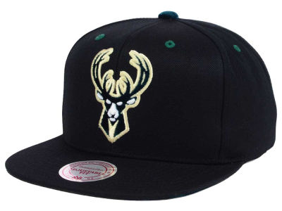 Milwaukee Bucks Mitchell and Ness NBA Solid Velour Logo Snapback Cap
