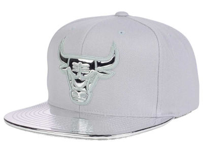 Chicago Bulls Mitchell and Ness NBA Metallic Foil Snapback Cap