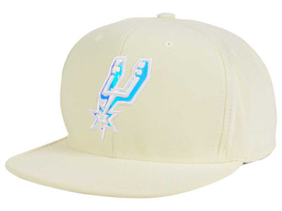 San Antonio Spurs Mitchell and Ness NBA White Iridescent Snapback Cap