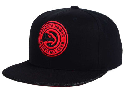 Atlanta Hawks Mitchell & Ness NBA Black Reflect Snapback Cap