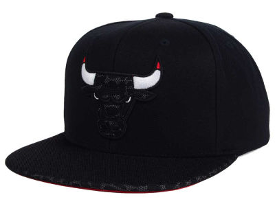 Chicago Bulls Mitchell & Ness NBA Black Reflect Snapback Cap