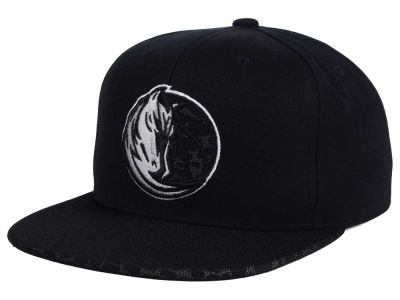 Dallas Mavericks Mitchell & Ness NBA Black Reflect Snapback Cap