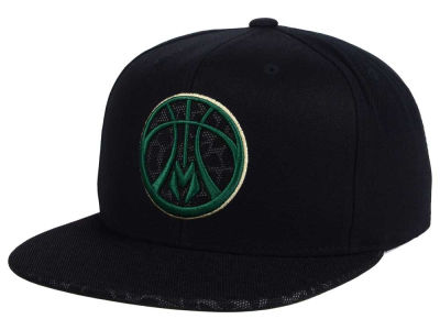 Milwaukee Bucks Mitchell and Ness NBA Black Reflect Snapback Cap