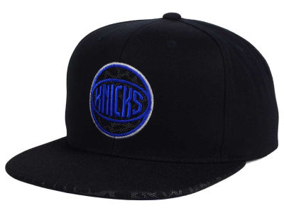 New York Knicks Mitchell and Ness NBA Black Reflect Snapback Cap