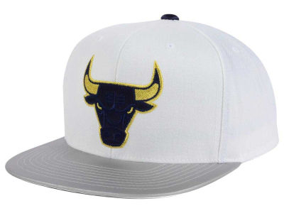 Chicago Bulls Mitchell & Ness NBA USA Gold Snapback Cap