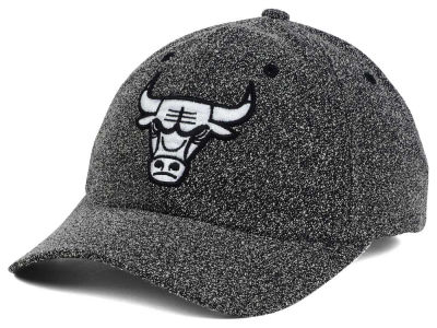 Chicago Bulls Mitchell & Ness NBA Black and White Static Snapback Cap