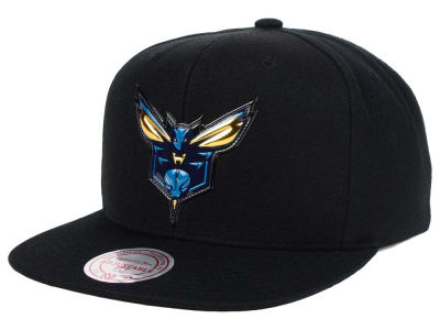Charlotte Hornets Mitchell and Ness NBA Carat Snapback Cap