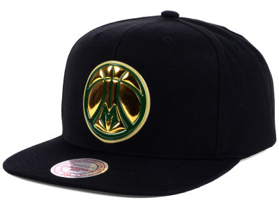 Milwaukee Bucks Mitchell and Ness NBA Carat Snapback Cap