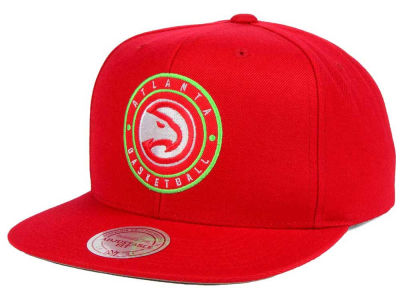 Atlanta Hawks Mitchell and Ness NBA Circle Patch Snapback Cap