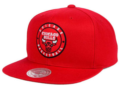 Chicago Bulls Mitchell and Ness NBA Circle Patch Snapback Cap