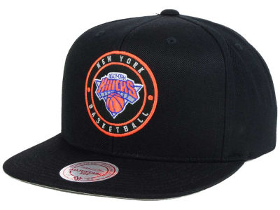 New York Knicks Mitchell and Ness NBA Circle Patch Snapback Cap