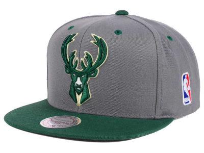 Milwaukee Bucks Mitchell and Ness NBA Under Over Snapback Cap