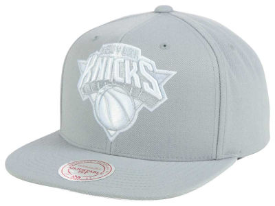 New York Knicks Mitchell and Ness NBA Team Gray White Snapback Cap